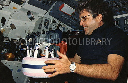 Astronaut Brandenstein with 'birthday cake',STS-32